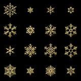 De reeks van zestien glanst hulp gouden die sneeuwvlokken op zwarte achtergrond worden geïsoleerd Nieuwjaar en Kerstkaart het sch stock illustratie