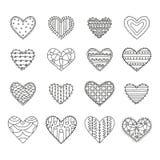 De reeks van zestien overhandigt getrokken decoratieve harten met verschillende patronen op een witte achtergrond vector illustratie