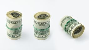 De reeks variaties rolde Amerikaans geld honderd dollarsrekening op witte achtergrond Het bankbiljet van de V.S. 100 Stock Afbeelding