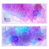 De reeks vectormalplaatjebanners met waterverf schildert abstracte hand getrokken mandalas als achtergrond en krabbel Royalty-vrije Stock Afbeelding