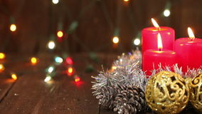 De regeling van Kerstmis Brandende Kaarsen stock footage