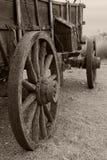 De regen bespatte behandelde wagen in sepia Royalty-vrije Stock Afbeelding