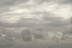 De regen betrekt op de hemel, Donkere wolk, regenwolk, stormachtig vóór Ra Royalty-vrije Stock Afbeeldingen