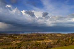 De regen-dragende wolken hingen over de horizon over Poole-Haven royalty-vrije stock afbeelding