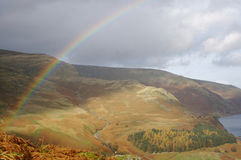 De Regenboog van de berg Stock Foto's