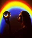 De Regenboog van de kristallen bol Stock Foto's