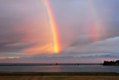 De regenboog van de kust stock afbeelding