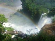 De regenboog van de Iguazuwaterval stock afbeeldingen