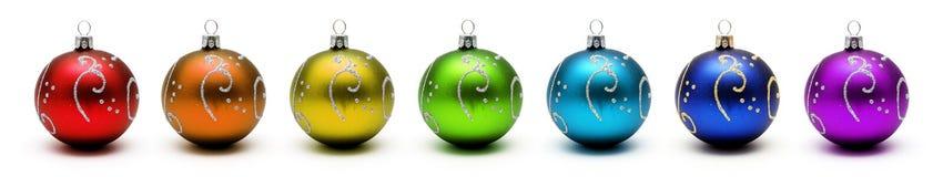 De regenboog van Kerstmis van ballen die op wit worden geïsoleerdr Stock Fotografie