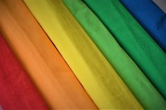 De regenboogkleuren omfloersen Document stock foto's