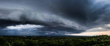 de Regenwolken van de donder strom hemel Stock Foto