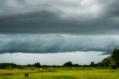 de Regenwolken van de donder strom hemel Stock Foto's