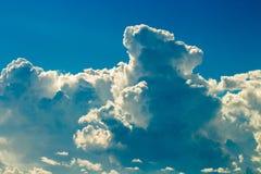 de Regenwolken van de donder strom hemel en sombere hemel in zwart-wit Stock Afbeelding