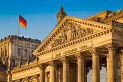 De Reichstagbouw bij zonsondergang, Berlijn, Duitsland Royalty-vrije Stock Afbeelding