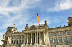 De Reichstagbouw, zetel van het Duitse Parlement Deutscher Bundestag, in Berlijn, Duitsland Royalty-vrije Stock Foto