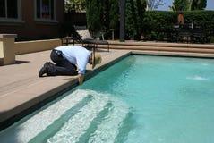De Reinigingsmachine van het Zwembad Stock Afbeeldingen