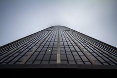 De Reis Montparnasse van de Montparnassetoren van onderaan tijdens een bewolkte middag wordt genomen die Stock Afbeeldingen