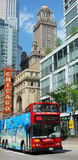 De reis rode bus van Chicago stock afbeelding