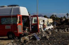 De reis rv, vakantiereis van de familievakantie in motorhome, de Vakantie van de Caravanauto royalty-vrije stock afbeeldingen