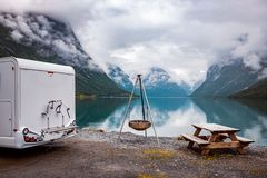De reis rv, vakantiereis van de familievakantie in motorhome royalty-vrije stock afbeelding