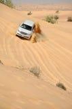 De reis van de jeep in de woestijn in Doubai Royalty-vrije Stock Afbeeldingen