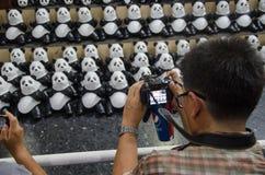1600 de Reis van de panda'swereld in Thailand door WWF bij het station &#x28 van Bangkok; Hua Lamphong station) Royalty-vrije Stock Foto's