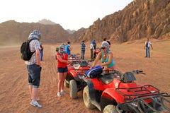 De reis van de vierling in Sinai bergen van Egypte Stock Afbeeldingen