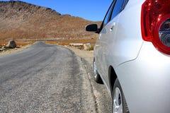 De reis van de weg aan bergen Stock Foto