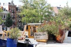 De reis van Europa: Amsterdam, Holland, huis op de rivier stock foto's