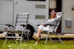 De reis van de familievakantie, vakantiereis in motorhome rv royalty-vrije stock foto