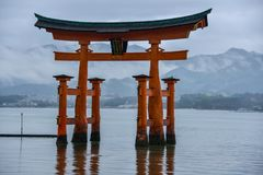 De Reis van Japan, Miyajima Torii, symbolische gateway, April 2018 stock afbeelding