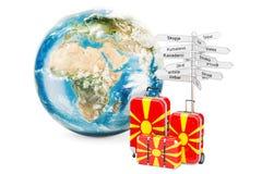 De reisconcept van Macedonië De koffers met voorzien en Aarde Glob van wegwijzers Royalty-vrije Stock Fotografie