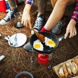 De Reisconcept van ontbijtbean egg bread coffee camping royalty-vrije stock foto