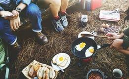 De Reisconcept van ontbijtbean egg bread coffee camping Royalty-vrije Stock Afbeelding