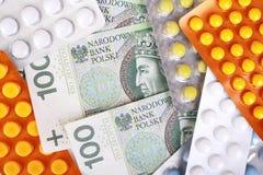 De rekeningen en de pillen van het Zlotygeld stock foto's
