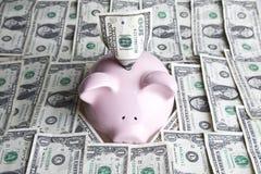 De rekeningen en het spaarvarken van de dollar Stock Afbeeldingen