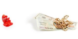 De rekeningen van de dollar, gouden juwelen en liefde Stock Foto's
