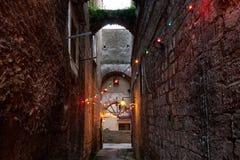 De Reksteeg van Sorrento met archs Royalty-vrije Stock Afbeeldingen