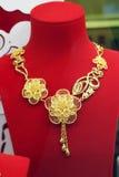 De rena guld- smyckena royaltyfri foto
