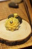 De rena guld- smyckena arkivfoto