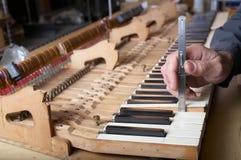 De Reparatie van de piano Stock Foto