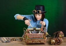 De reparatie van de schrijfmachine. Stock Fotografie