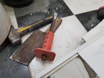 De reparatiebouw met hulpmiddelen en hamer, beitel, mes en meetlint royalty-vrije stock foto's