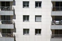 De Residencial witte bouw royalty-vrije stock afbeelding