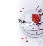 De restaurantlijst voor Valentijnskaarten die met wordt geplaatst nam toe Stock Afbeeldingen