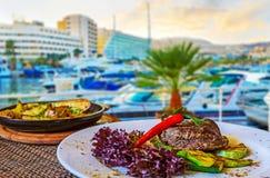 De restaurants in de haven van Eilat ` s royalty-vrije stock afbeelding