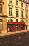 De restaurantstelregel is één van het beroemdste Franse merk met zijn onbetaalbare die erfenis bij rue Royale in Parijs wordt gev stock foto