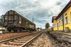 De retour d'un train passant par image stock