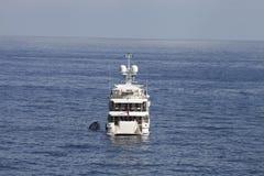 De retour d'un yacht superbe en mer Images libres de droits