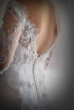 De retour de la robe de jeune mariée par derrière Photo stock